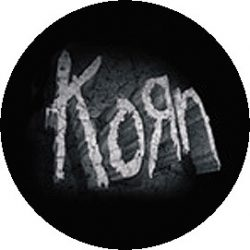 KORN: Stone Logo (jelvény, 2,5 cm)