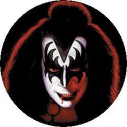 KISS: Gene Simmons (jelvény, 2,5 cm)