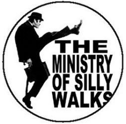 MONTY PYTHON: Silly Walks (jelvény, 2,5 cm)